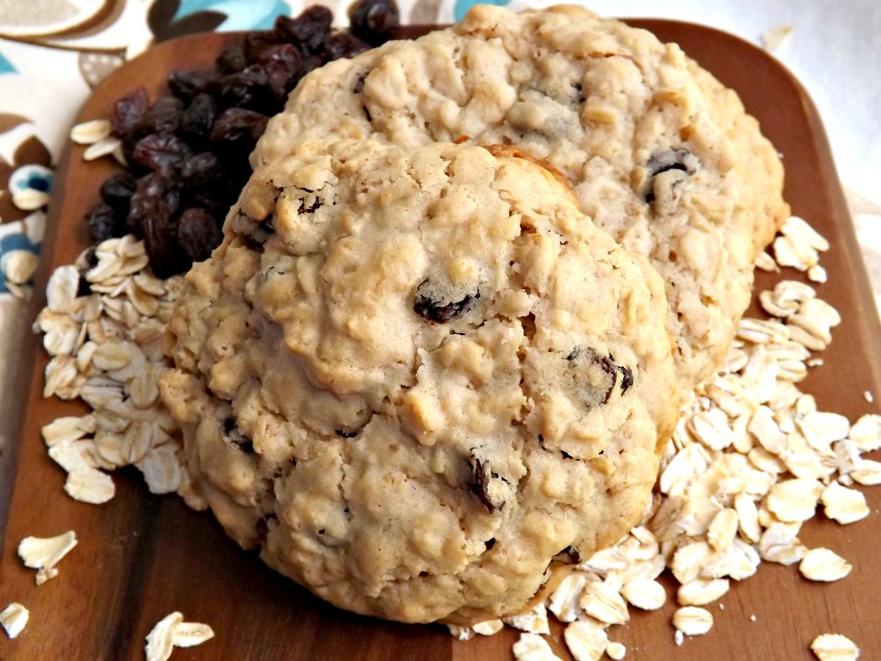 Old Fashioned Chewy Oatmeal Raisin Cookies 3