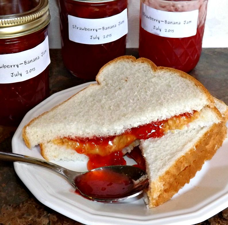 Sweet & Tangy Strawberry-Vanilla-Banana Jam 2